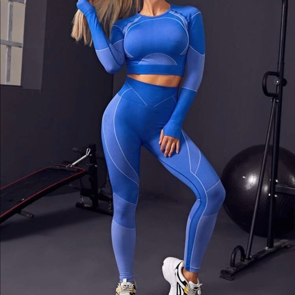 Cut out back sports tee and sports legging